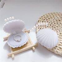 1 pezzo Lovely Shell Shape di gioielli in velluto scatola di gioielli da sposa anello di fidanzamento per orecchini collana braccialetto del braccialetto del bracciale regalo 1015 Q2