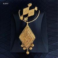 Collar de cobre / pendientes Dubai Juegos de joyería de oro para mujeres Diseño geométrico Hollow Out Flower Colgante Pendientes Pendientes Collar