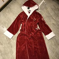 Moda Marca Homens Mulheres Sleepwear Carta Baroque Bordado Nightgowns Interior Casal Casal Designer Bathrobe