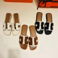 2021 Последние классические сандалии женщин Летние  Flip Flat Beach Ship Size 35-42