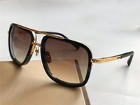 Sunglasses Hommes Design Métal Vintage Fashion Style 2030 Un cadre carré Protection extérieure UV 400 Lunettes de lentille avec étui