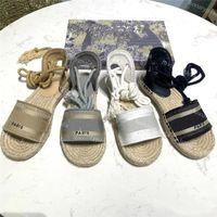 2021 Top Qualität Sandalen Luxurys Designer Schuh Marke Sommerschuhe Designer Slides Womens Frauen Slipper Spitz Zehe Sandale Sexy Slingback Pumps mit Kiste