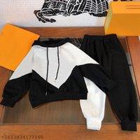Luxe Merk Bebek Giysileri Tasarımcı Kapşonlu Kazak + Pantolon İki Parçalı Çocuk Takım Elbise Spor Rahat Tasarımcılar Giyim Çocuk Boys