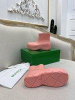 2021 Botas para mujer de lujo Color de caramelo Caucho Empresa de agua Zapatos para mujer Caminando Tobillo A prueba de lluvia Plataforma Casual Talón corto Puddle 35-40