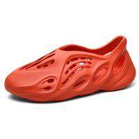 Moda Köpük Koşucu Sandalet Siyah Bej Kırmızı Erkek Slaytlar Yaratıcı Kanye Terlik Kadınlar Ev Açık Loafer'lar Plaj Ayakkabı