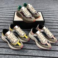 الفاخرة سيدة عارضة الأحذية 100٪ جلدية إمرأة حذاء خطابات الدانتيل متابعة المدربين خمر أزياء منصة الرجال امرأة الأحذية مصممين أحذية رياضية