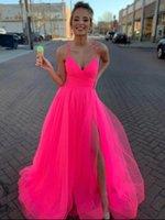 Una linea V Collo V Hot Pink Tulle Prom Dresses Lunghi Spaghetti Cinghie Abiti da sera Formale Abito da festa Sexy Slit Laurea Abiti 2021