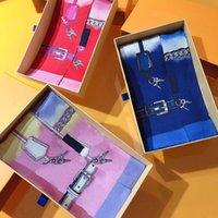 Foulard de concepteur haut de gamme, foulards de la marque de mode de mode de luxe, écharpes à main, cravate, paquet à cheveux, foulée de soie de haute qualité 8 * 120cm
