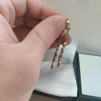 Retro trend mode dangle örhängen nya bokstäver guld mässing material 925 silver nål kvinnor örhängen leverera nrj