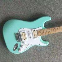 Guitarra eléctrica de alta calidad GYST-1066 Color verde claro Cuerpo sólido Partidura blanca con fretboard de arce St