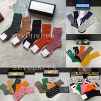 디자이너 Mens Womens Socks 속옷 5 쌍 홈 다른 다른 섬유 클래식 편지 스포츠 스타킹 겨울 코튼 캐주얼 양말 선물 상자