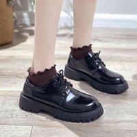 Dress Shoes Japanned sapatos de couro femininos, bordado flores, com cadarço, do redondo, rby, biqueira britânica, para mulheres F31N