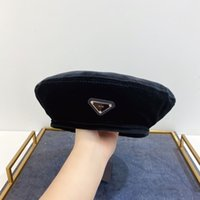 Tasarımcı Şapka Bere Bayan Kadife Şapkalar Retro Kap Sıcak Kış Rüzgar Geçirmez Tatil Bonnet Kapaklar