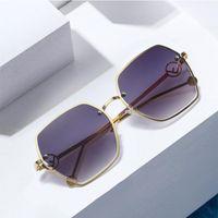 Moldura de tendência transfronteira Senhoras Nova Metal Fashion 2497 Óculos de Sol Prova de Sol Grandes Óculos Sun-Shading Motxp