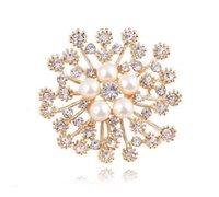 Altın ve Kristaller Popüler Faux Kar Tanesi Broş Lüks Çek Kristal Broşlar Inci Pin Kadınlar Başörtüsü Aşınma Broac