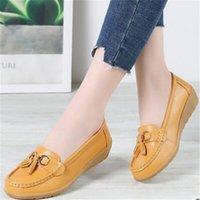 Sapatos confortáveis de couro de primavera de meia-idade e idosos mãe feminina Única ervilhas Jurchen Cunhas de fundo macio