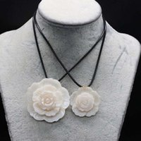 Chains Natural Shell Necklace With White Flower Shape Pendant Rope Length 55+5Cm Charms For Elegant Women Love Romantic Gift Jewelry