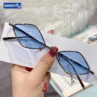 Semfly 2021 Moda Pequeno Diamante Sunglasses Vintage Punk Sun óculos Para Homens Mulheres De Metal Pingente de Metal Colorido Óculos