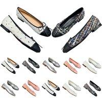 샌들 여성 뾰족한 발가락 슬라이드 샌들 Luxurys 디자이너 신발 파리 슬리퍼 레이디 섹시한 여름 와이드 플랫 슬리퍼 낮은 발 뒤꿈치
