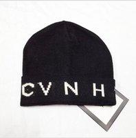 Diseñador Hecha de punto gorras gorras para hombres mujeres otoño invierno cálido grueso lana bordado frio sombrero pareja moda calle sombreros