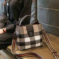 Luxurys 디자이너 카운터 여성 2021 새로운 체크 무늬 버킷 패션 기질 휴대용 어깨 다기능 메신저 백