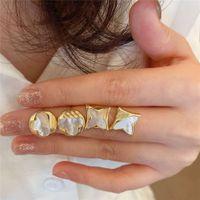 Boucles d'oreilles de coquille naturelle en or alcoolisées en plaqué 18 carats en or S925 Silver aiguille Simple Clover Crystal Femme Accessoires de parfum Charms