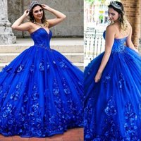 2021 Sexy Princess Royal Blue Quinceanera Ball Gown Dresses Sweetheart 3D Floral Flowers Lace Appliques Beads 16 Long Puffy Tulle Plus Size Party Prom Evening Gowns