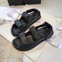 2021 Sandálias de Espuma de Luxo Mulheres Sandálias Designers moda Flip Flops Soft Sheepskin Couro Flat Slides Para Esportes e Lazer Plataforma Velcro Versátil Sapatos Romanos