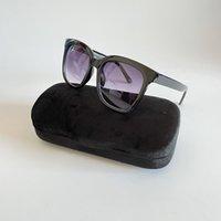 Mulheres luxuosas desenhista Óculos de sol quadrados Quadro de estilo de verão de qualidade de proteção UV Lens tipo vidros com caso