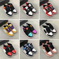 Neonati 1s 1 Bambini bambini Scarpe da basket Pino Green Game Game Royal Scotts Obsidian Chicago Bred Sneakers Multi-Color Tie-Dye Dimensione 25-35