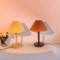 Xianfan Japon Yaratıcı Plise Abajur Ahşap Başucu Masa Lambası Vintage İki Renk Çalışma Eğitimi LED Işık 220 V Gece Lambaları