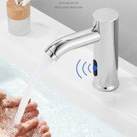 Rubinetto touchless del rubinetto Smart Sensor del sensore a infrarossi del rubinetto del bacino del lavandino del lavandino moderno nero dei rubinetti del lavabo automatico