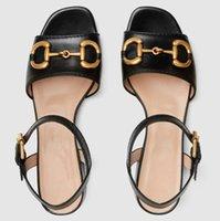 Kadınlar Deri Horsbit Sandal Açık Toed Açık Tasarımcı Bayan Ayak Bileği Kayışı Toka Düşük Topuk Kauçuk Taban Sandalet