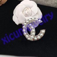 Zero profitto aperto come C C cristallo Pin Strass Designer Lettera Brooch Paris Pins Corsage Famous Women Brooches Monili di moda