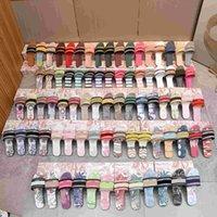 Dior x Kaws Co-branded alphabet slippers الشرائح باريس النساء النعال ثلاثية الأسود يجرجر الصنادل الصيفية شاطئ الشرائح زحافات جلدية المطاط الأحمر الورديالأزهار أحذية الملاعب المغطاة