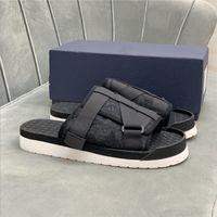 2021 Männer Sipper Alphabet Sandalen Echtes Leder Bandage Schnalle Schrägsommer Sommer Outdoor Flip Flops Plattform Casual Slipper Schuhe mit Kiste