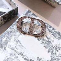 70% di sconto Family / Dijiafeng Lettera intarsiata con Diamond Strass Temperament Fashion Versatile Spilla per forcella Accessori Femmina