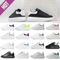 Botas de diseño de lujo 2021 Mens de alta calidad para hombre de cuero blanco Zapatos casuales de cordones Lace Up Plata Plataforma de gamuza de gran tamaño Zapatillas de deporte Suela de gran tamaño Confort Bonito entrenadores diarios