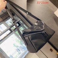 Unisex Designer Dreieck Wolke Shouder Taschen Geldbörsen Weiche Luxusfrauen Messenger Bag Medium Size Black Crossbody Hohe Qualität 4 Farben