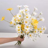 المنزل الديكور الاصطناعي ديزي قطعة واحدة 5 رؤساء الهولندية أقحوان كوزموس الزفاف الاصطناعي زهرة باقة الدعائم الزهور DHB6097