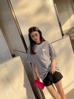2021 летние новые дизайнерские сладкие футболки женщины повседневные тройники удобные высококачественные импортные открытый треугольник кожаный декорирование полосатый стиль длинные вершины