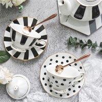 1 unids flor en forma de taza de café platillo conjunto de estilo europeo de cerámica de cerámica de té de la tarde del hueso de la taza de té de la taza de té de la taza de oro de la taza de oro 1715 V2