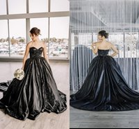 Black Githic Ball Gown Wedding Dresses 2021 Crystals Beaded Sweetheart Neckline Lace Applique Chapel Train Satin Custom Made Vestido de novia