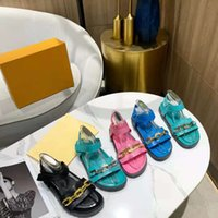 골드 체인 샌들 가죽 슬리퍼 중공 플랫폼 슬라이드 패션 엠보싱 양고기 고무 슬리퍼 여름 플랫 샌들 상자