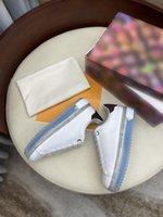 Stil im Frühjahr 2021 Frauen Luxurys Designer Schuhe Sneakers Mode Metallschnalle Schönes und komfortables Fitnessstudio