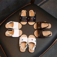 아이들 샌들 공주 신발 여름 패션 아기 미끄럼 방지 소프트 유아 어린이 소년 해변 격자 무늬 인쇄 키드 신발 귀여운 꽃잎 인쇄 슬리퍼 편안한 세련된