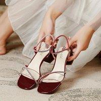 모조 다이아몬드 투명한 샌들 여성의 chunky 힐 미드 스퀘어 발가락 여름 패션 섹시한 요정 스타일 하이 힐 여자 드레스 신발