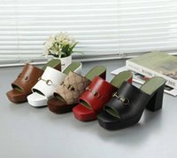 Пляжные тапочки лето новая женская обувь грубая каблука флопса 100% мягкая кожаная леди половина тапочки металлическая буква на высоком каблуке сандалии большого размера 35-41 US4-US10