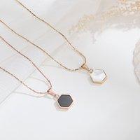 Geometrische Sechskant-Hülle Titan-Stahl plattierte Rose kurze Halskette Frauen Positionier-Wulst-Gold-Wire-Schlüsselbeinkette