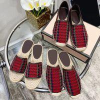2021 Kadın Sandalet Luxurys Rahat Ayakkabı Espadrilles Yaz Tasarımcılar Klasikler Toka Metal Düz Plaj Yarım Terlik Moda Loafer'lar Balıkçı Ayakkabı 35-41 Q-78